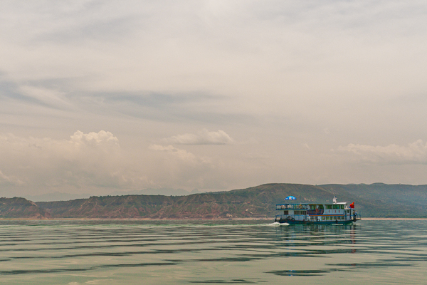 Ferry on the Liujiaxia Reservoir (Yongjing, Gansu)